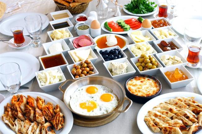 * Kahvaltı eden kişiler, diyette daha başarılıdır. * Kalori dostu meyve ve sebzeleri doğru sezonunda yerseniz, gerçek tatlarının keyfini çıkarabilirsiniz.
