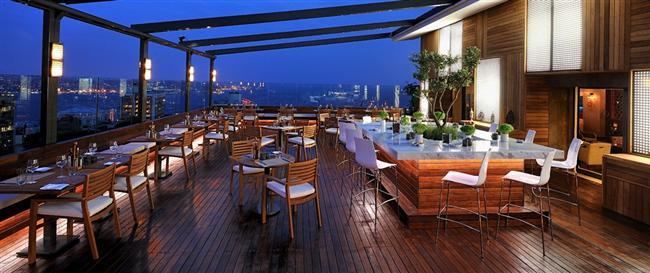 Hilton Istanbul Bosphorus  Hilton İstanbul Bosphorus'un muhteşem Boğaz manzaralı restoranı Bosphorus Terrace ile efil efil esen  açık hava mekanı Veranda Terrace, sıcak ramazan günlerinde içimizi serinletecek. İftariyeliklerle başlayan iftara soğuk başlangıçlar ve çorbalarla devam ediliyor. Günlük değişen Türk spesiyalleri ile karışık ızgara tabağı ve ızgara levrek fileto ana yemek alternatifleri olarak sunulacak. Yemek ramazanın zengin tatlı seçenekleriyle son bulacak.  Kişi başı fiyatı: 150 TL.  Hilton İstanbul Bosphorus  Adres: Harbiye, Cumhuriyet Cd. 50 Şişli/İstanbul Telefon: (0212) 315 6000