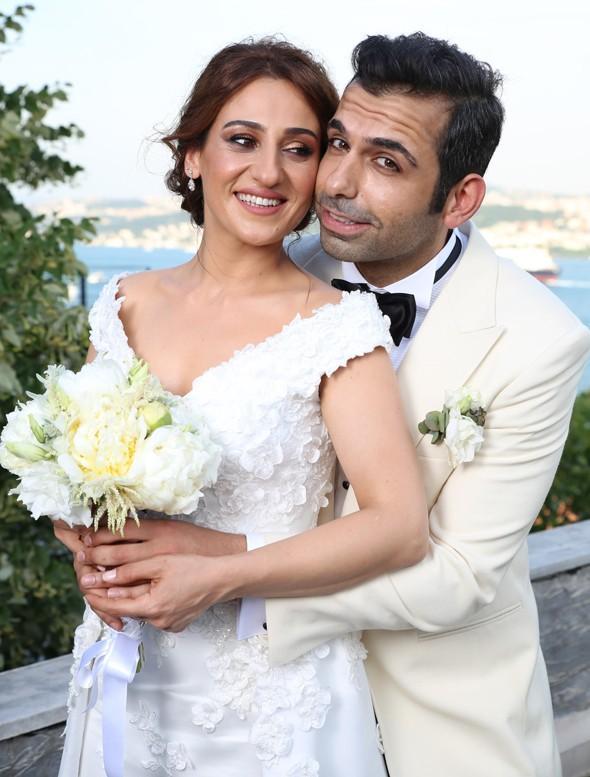 Geçtiğimiz hafta sade bir nikah töreniyle evlenen Derya Karadaş ve Haki Biçici, düğünü önceki gece yaptı.