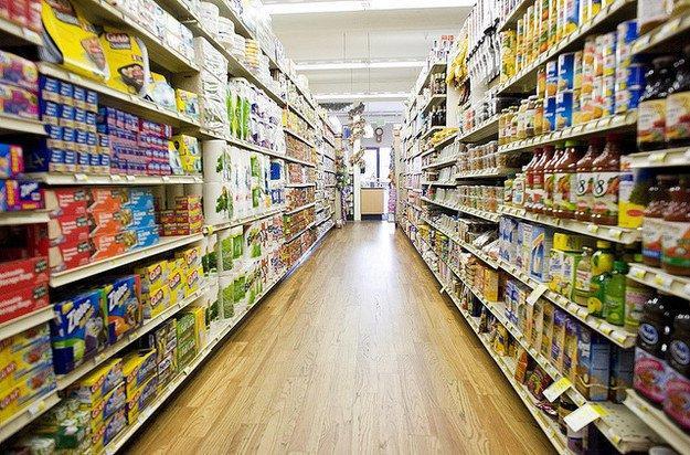 Süpermarkete gittiğinizde uygun fiyatlar için rafların en üst katına ve en alt katına bakabilirsiniz.