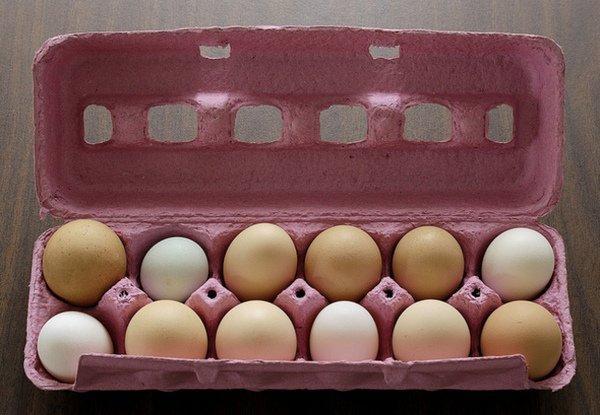 Yumurtanıza ayçiçek yağı sürdükten sonra buzdolabına koyup ekstra birkaç hafta daha taze kalmasını sağlayabilirsiniz.