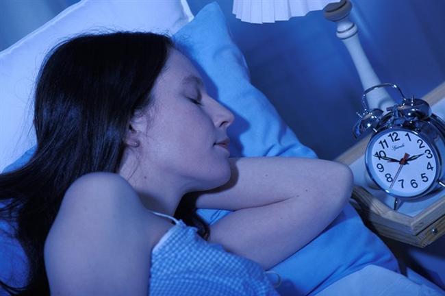 Yaz aylarında orucun neden olduğu sinirli ruh halini engellemek için yapılması gerekenler  Yaz aylarında orucun neden olduğu sinirli ruh halini engellemek için öncelikle kişinin yeme, içme ve uyku düzenine özen göstermesi gerekir. Yani, kişinin iftar ve sahuru düzenli yapmaya özen göstererek oruç tutması, vücudun sistemini sarsmaması oldukça önem taşır. Sahur yapan kişilerde gece uykusunun bölünmesi ve kişinin günlük işlerine aynı saatte başlamak zorunda olması; yorgunluk, dikkat dağınıklığı ve konsantrasyon kaybına ek olarak, sinirliliği de beraberinde getirebilir. Bu durumu engellemek için, bir takım önlemler alınabilir.