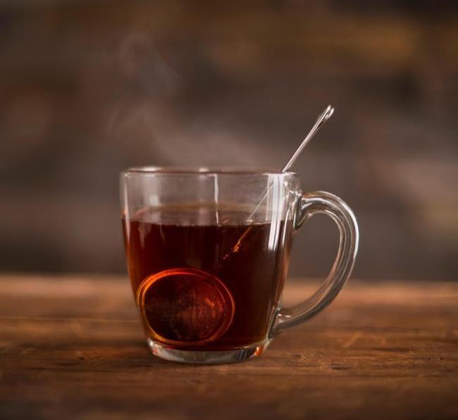 Hızlı yemek, çorbayı ve çayı kaynar içmek  Yapılan araştırmalarda hızlı tüketilen yemeklerin ve çok sayıda içilen sıcak çayın yemek borusu ile ağız içi kanserine yol açtığı yönünde bulgular tespit edilmiş. Bu nedenle iftarda sıcak çorba içmekten veya iftar sonunda sıcak çay tüketmekten kaçının. Bu riskin azalması için yemeğinizi soğutarak, çayınızı da ılıtarak içmeye özen gösterin. Hazımsızlık ve reflü gibi sorunların gelişimin önlemek için de yemeklerinizi mutlaka iyi çiğnenip, yavaş tüketmeye de dikkat edin.