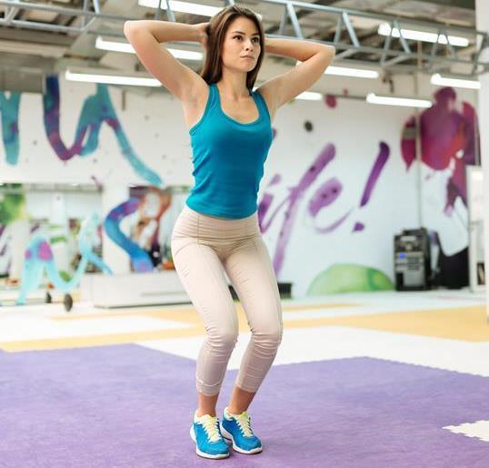 Aç karnına egzersiz yapmak  Aç karnına spora başlandığında vücudun kan şekeri seviyesi çok düşüyor. Oruç tutulan süreçte spor sonrasında toparlanmayı sağlayacak bir besin grubu tüketilememesi nedeniyle egzersiz yapmak için iftar sonrasını beklemek gerekiyor. İftardan 1.5-2 saat sonra yapacağınız hafif tempolu bir yürüyüşün, yavaşlayan metabolizmayı hızlandırmak, kilo alma eğilimini engellemek ve besinlerin sindirimine yardımcı olmak için etkili olduğu gerçeğini göz ardı etmeyin.