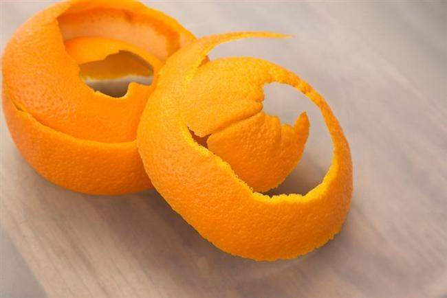 Portakal kabuğu  Böceklere karşı oldukça etkilidir. Parçalar halinde evin etrafına yerleştirirseniz böceklerden kurtulabilirsiniz.