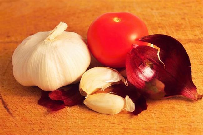 Soğan ve sarımsak kabukları  Soğan ve sarımsakların kabuğunda çok fazla besleyici öğe bulunur. Süzerek yaptığınız çorbalarda kabuklu bir şekilde kullanabilirsiniz.