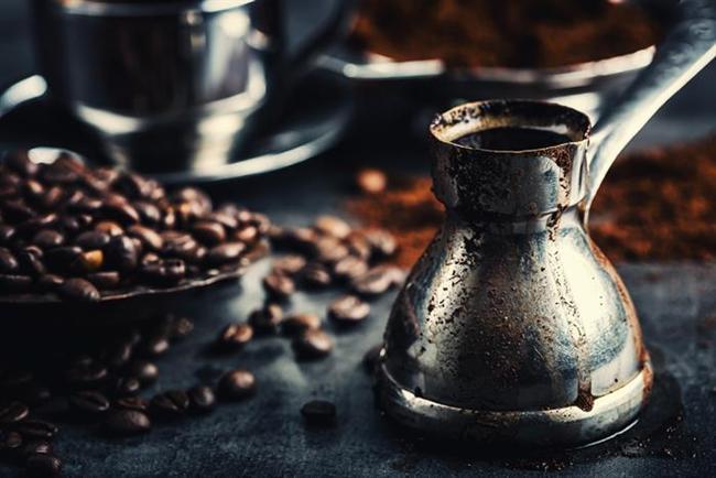 Kullanılmış kahve  Kahve yaptıktan sonra kalan kısmından bir parçayı haftada bir saç kreminize karıştırırsanız saçlarınızın parlaklığı artar.
