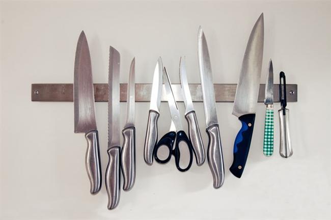Özel bıçaklar  Özel bıçaklar derken gündelik hayatta mutfakta ve sofrada kullandığınız bıçaklardan ziyade yemek yapmayı çok seven kişilerin evlerinde ya da profesyonel olarak bu işi yapan şeflerin mutfaklarında kullandığı bıçaklar, yani et bıçağı, sıyırma bıçağı, peynir bıçağı gibi ürünlerden bahsediyoruz.  O gözünüz gibi baktığınız, değer verdiğiniz bıçaklarınızın eminiz ki körelmesini hiçbiriniz istemezsiniz. Ama işte onları bulaşık makinesinde yıkadığınızda yüksek basınçlı su zamanla onların körelmesine sebep olacaktır. Bu sebeple kör bıçaklarınız olsun istemiyorsanız bıçaklarınızı elde yıkamaya özen gösterin deriz.