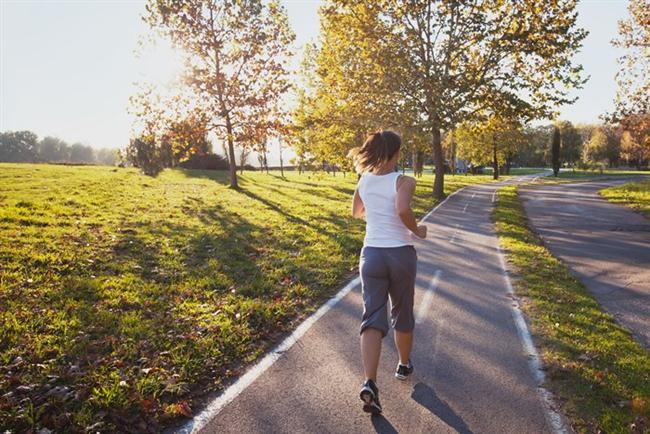 Gündüz spor yapmayın  Düzenli spor yapmak kalp ve damar sağlığı için vazgeçilmez bir faktör. Ancak sporun vücuttan belirgin sıvı kaybına yol açacağını da unutmayın. Bu yüzden oruç tutarken gündüzleri spor yapmaktan kaçının. İftardan 1-2 saat sonra yapacağınız 30 dakikalık yürüyüş Ramazan'da en ideal spor olacaktır.