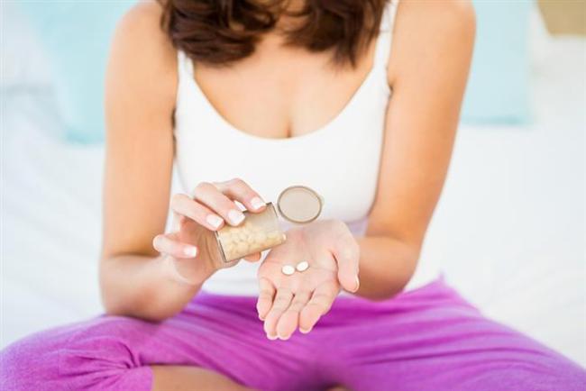 İlaç düzenine dikkat edin   Aynı ilacı sabah ve akşam alması gereken kişilerin ilaçlarını iftar ve sahura kaydırmaları doğru değil. Çünkü iftar ve sahur arasında sadece 6 saat olup, 12 saatte bir alınan ilaçlar bu düzene uymuyor. Bu yüzden günde 2-3 kez aynı ilaçtan kullanan kişiler, alternatif ilaç tedavisi imkanı yoksa oruç tutmamalı. Ayrıca idrar söktürücü kullanan yüksek tansiyon ile kalp hastaları oruç öncesinde ilaç düzenlenmesi için hekime başvurmalı, mümkünse bu ilaçlara ara verilmeli. Bunun nedeni ise bu ilaçların vücuttaki sıvı kaybını arttırarak sağlığı riske atmaları.