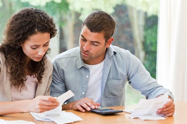 Başak burcu ve evlilik  Başaklar, evlenerek belli bir düzenin olmasını ister. Maddiyat onlar için çok önemlidir. Evlenmeden önce faturaları ödeyebileceğinden emin olmak ister. Evini rahatça döndürebilecek kadar parası olmalıdır. Hem kadını ve hemde erkeği, birbirlerini eleştirmeye, dırdır etmeye eğilimli insanlardır. Bu, partnerinin güvenini kırmak açısından negatif bir etkidir.  Başak erkeği, bir problem olduğu zaman işleri yoluna koymak için elinden geleni yapar. Ancak bu sorunlar üzerinde bir uzlaşmaya varılamadığı taktirde kısa bir ara vermek etkili olacaktır. Başak burcu insanları düzenli, organizasyon yeteneği kuvvetli kişilerdir. Eşlerini desteklemekten mutluluk duyarlar.