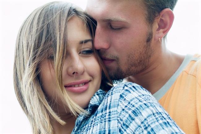 Terazi burcu ve evlilik  Kararsız Terazi'lerin evlenme kararı alması kolay olmaz. İlişkinin zamanla oturduğunu hissettiklerinde rahatlayacak ve karar vermeleri kolaylaşacaktır. Kendilerini güvende hissetmezlerse ona aşkınızda dürüst olduğunuzu hissettirmeniz gerekebilir. Bazen hiç olmayacak konularda kavga çıkartarak aşkınızı test ederler. Ama bir kere güvenirlerse evlenmeye karar verirler ve ilişkinin mutlu bir şekilde sürmesi için ellerinden gelen her türlü gayreti gösterirler. Terazi erkeği ve kadını, aşık oldukları zaman kendilerini eşlerine adarlar.