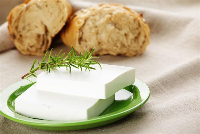 Ama peynire en az bizim kadar bayılıp ona hak ettiği değeri göstermiyorsanız, yani onu yanlış saklıyor, yanlış kesiyor, yanlış peynir seçimlerinde bulunuyorsanız büyük bir hata yapıyorsunuz.