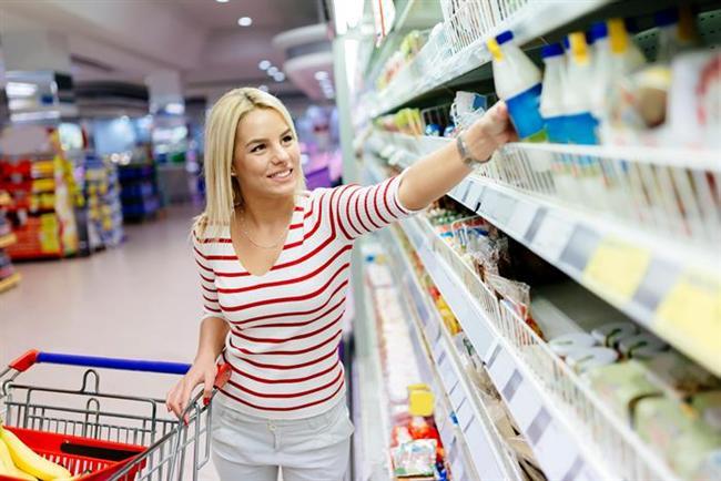 SLOGANLARA DİKKAT EDİN  Marketlerde satılan gıdalar ile içeceklerin paketleri, müşterileri etkilemek üzere hazırlanıyor. 'Katkısız besinler', 'Tuz seviyesi düşük' ya da 'Az yağlı' gibi sloganlar sizi satın almaya teşvik etmek için özellikle yazılıyor. Bu tuzağa düşmemelisiniz! İçeriklerini mutlaka dikkatle incelemeli ve diyetinize uygun olup olmadığını kontrol etmelisiniz.