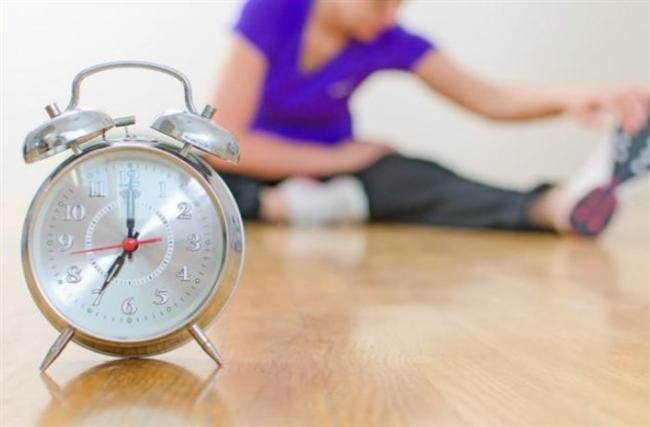 EGZERSİZ ZAMANLARINI DOĞRU SEÇİN  Regl olmadan önceki iki hafta boyunca yapacağınız her egzersiz daha fazla yağ yakmanızı sağlar. Çünkü bu dönemde metabolizmanız yüzde 8 oranında daha hızlı çalışır.