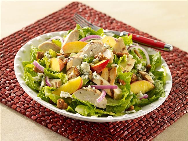 Akşam yemeklerinizde tabağınızın büyük bir kısmını ızgaralar ve salata oluşturmalıdır. Köfte, balık, tavuk eti sınırsız yeşillik ile tüketilebilir. Salatadaki sebzeler posalı oldukları için bağırsakları çalıştırır ve iştahı dengeler. Ağır tatlılar yerine ise yemekten 1- 1.5 saat sonra 3 top dondurma ya da 1 orta boy meyve tüketilmesi durumunda kilo artışı olmaz, vücut yağ yüzdesi artmaz.