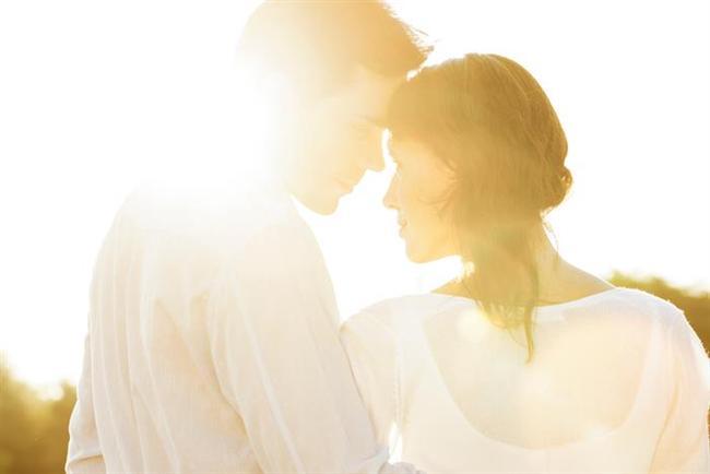 Sürekli olarak ikinci bir kadına sahip olan evli erkek, bu süreç içerisinde o kadına aşırı ilgili olabiliyor, daha romantik davranabiliyor. Bu tablo ilişkiyi hep sıcak tutuyor ve bunu gören kadın, bu ilgiyi kaybetmek istemeyebiliyor. Bazen olaylar öyle bir gelişiyor ki, insan karşısındakine hiç düşünmeden âşık olabiliyor.   Bu tip ilişkilerdeevlilik sadece bir engelmiş gibi görünebiliyor, asla amaç ya da araç olmuyor. Bu süre zarfında, eğer erkek de kadına âşık oluyor ve istediği geri bildirimleri alıyorsa, eşinden uzaklaşabiliyor ve arafta kalıyor.