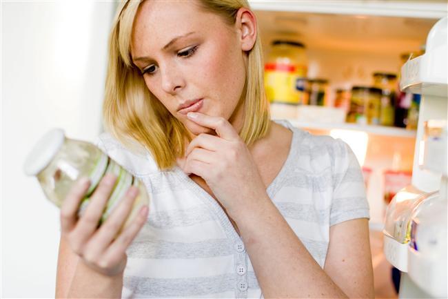 Yaz aylarının en sık görülen rahatsızlıklarından biri besin zehirlenmeleridir. Hastanelerin acil sağlık birimleri, yaz sıcaklarında zehirlenmeler sebebiyle dolup taşar. Gıda korumalarının tam yapılamadığı, yiyeceklerin açıkta unutularak tekrar yenildiği yaz aylarında risk büyük. Gıda zehirlenmelerinin en önemli nedeninin tüketilen gıdaların sıcak altında unutularak daha sonra tekrar yenmesi olduğunu belirten Medline Acil Sağlık Genel Direktörü Dr. Koray Akay, nelere dikkat edilmesi ile ilgili şunları söylüyor: