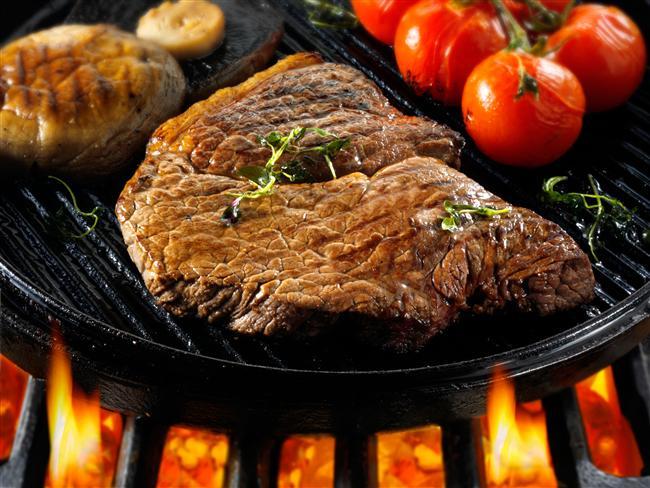 Besinlerin içerisindeki zararlı bakterilerin tüketimi ile ya da bakterilerin ürettikleri zehirli maddelerin besinlere bulaşması ile gıda zehirlenmeleri meydana gelir. Besinlerin satın alındıktan sonra uygun şekilde saklanması, pişirilmesi, soğutulması gıda zehirlenmelerinin oluşmasını engeller.