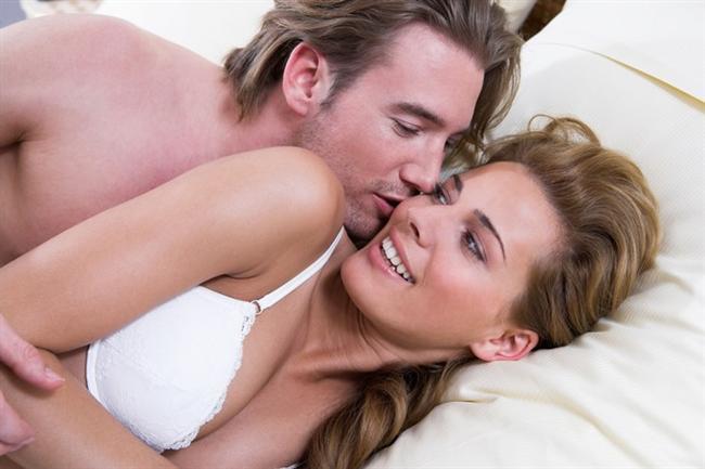 """Kocam olsa da hala seksi  """"Evlenince seks hayatımın biteceğini sanıyordum, öyle olmadı. Aksine daha tutkulu hale geldi. Ona bakıp eşim olduğunu düşündüğümde hala tahrik oluyorum."""""""