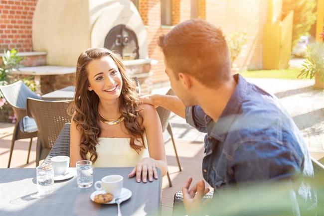 """Düşüncelerinizi okuyamaz  """"Biriyle 10 yıl boyunca beraber olsanız, aynı evi, yatağı, hayatı da paylaşsanız düşüncelerinizi okuyamaz. Eşiniz bile olsa ona ne hissettiğinizi, ne istediğinizi anlatmanız gerekir. Erkekler sinyalleri anlamak konusunda kadınlar kadar iyi değildir."""""""