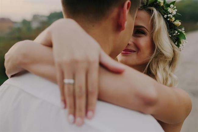 """Düğün yapmak evlenmek değildir!  """"Nişanlıyken herkes sürekli düğün hazırlıklarından bahsediyor ve yaşamımı sevdiğim erkekle birleştirmenin ne kadar harika olduğunu söylemiyordu. Bense evlenecek arkadaşlarım için tam tersini yapıyorum."""""""