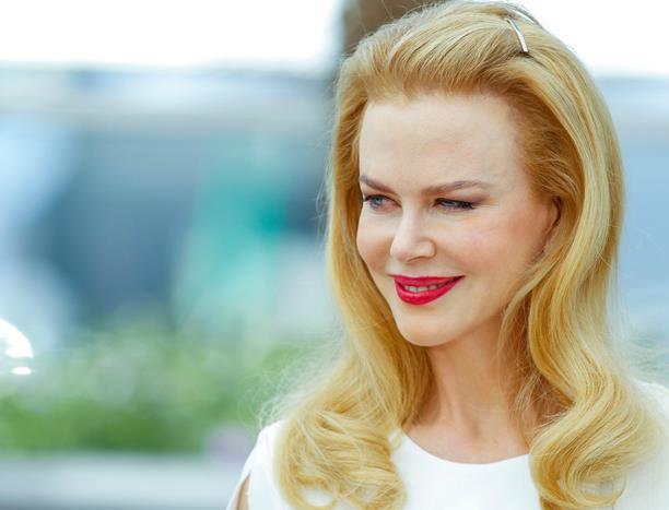 Nicole Kidman ve kızılcık suyu  Avustralyalı önlü aktris, kızıl saçlarının rengini, kızılcık suyunda bulunan doğal kırmızı pigmentlerle koruyormuş.