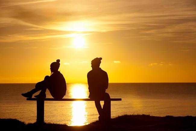 """Bazen farkında bile olmadığımız kötü alışkanlıklarımız yüzünden ilişkilerimiz zora girer. Oysa normal ve açık davranmak her zaman tercih edilmelidir.  Kavgadan sonra somurtuyor musunuz? Partneriniz sizi deli ettiğinde onu sessizliğinizle mi cezalandırıyorsunuz? Sinir savaşı mı yapıyorsunuz? Biriyle birlikte olduğunuzda bile ıslah olmaz bir flörtçü müsünüz? Sizce """"ilişkiniz açısından en kötü alışkanlığınız"""" nedir?  Biz size bir ilişkiyi kötü yöne sürükleyecek alışkanlıkları sayalım. Bakalım sizde bunlardan hangileri var?   Kaynak Fotoğraflar: Pinterest, Pixabay, Pexels, Google yeniden kullanım"""