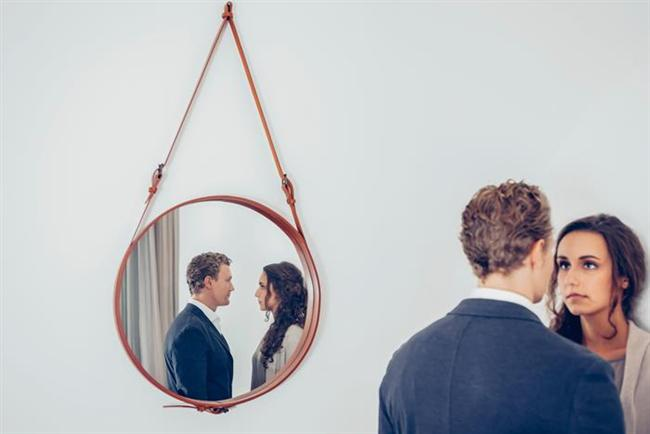 Çift ya da eşlerden birisi konuşurken bazen bir konuya takılıp kalır ve o konuyu temcit pilavı gibi devamlı ileriye sürer. Oysa bu ilişkide bıkkınlığa yol açar. Her iki taraf için de...