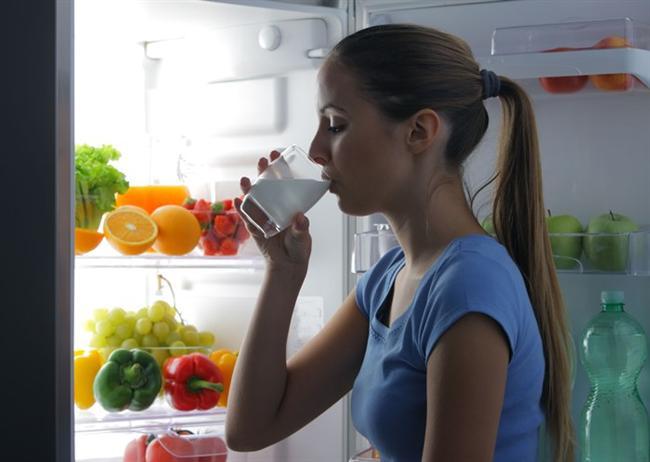 Ara öğünlerde ve ana öğünlerde, her gün 2- 3 bardak süt veya yoğurt tüketerek kalsiyum alımını arttırın. Düzenli olarak doğal yiyeceklerin yapısından alınan kalsiyum ödemi azaltıp, metabolizmanıza ivme katar. Ve hızlı kilo vermenizde destekçiniz olur.