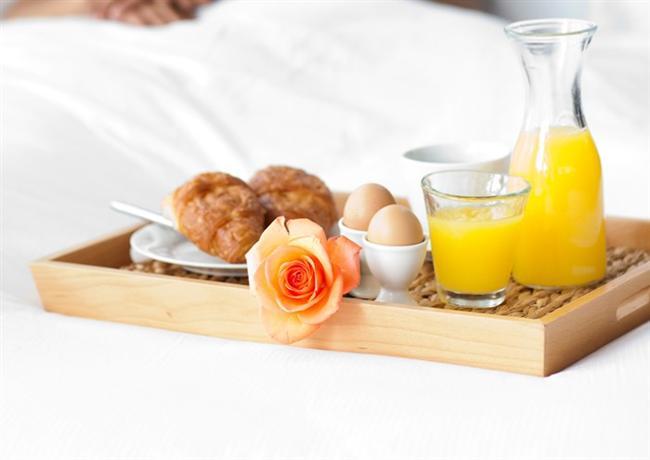 Son 1 hafta uygulayacağınız örnek diyet  Sabah = 1 adet yumurta +1 dilim tam buğday ekmeği+ 1 avuç yeşillik (maydanoz, tere, roka, dereotu vb.)  Ara öğün = 4-5 adet tam ceviz  Ara öğün = 1- 2 adet mandalina  Öğlen = 1 tabak az yağlı pişmiş sebze yemeği +1 su barağı yoğurt