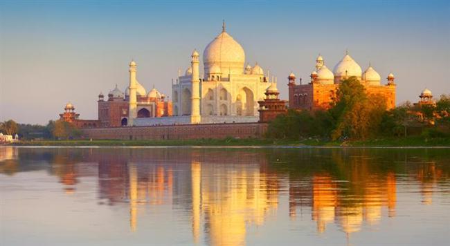 Oğlak (22 Aralık- 19 Ocak)    Seçiminiz: Oğlaklar bazen gereğinden fazla tedbirlidirler; ama tarih ve gelenek açısından zengin yerler bu burç için ilgi çekici olabilir.    Gidebileceğiniz yer: Oğlak burcundan olanlar Hindistan, zengin tarihi ve gelenekleriyle ilgi çekici bir tatil seçeneği olabilir. Çok renkli insanlar ve bambaşka bir kültür, sizi heyecanlandırır.    Haftasonu kaçamağı: Her yıl değişik festivallerin yapıldığı Brüksel, gezerken eğlenebileceğiniz ender ülkelerden biri.    Gidilmemesi gereken yer: Hollanda'nın burcu kesinlikle Oğlak değil. Ve tabii Jamaika'nın da.