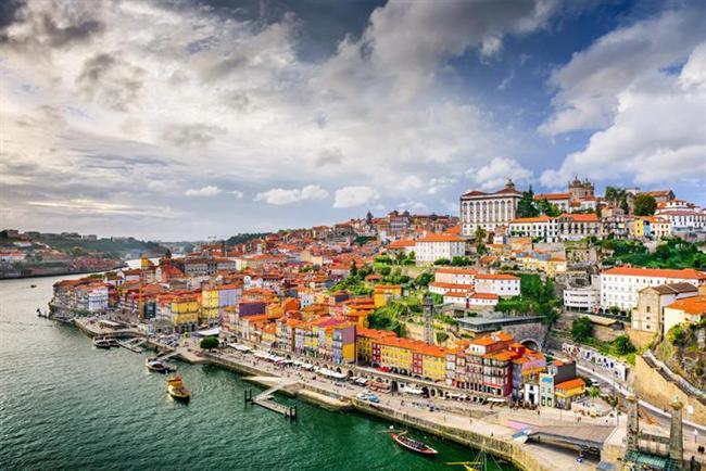 Balık (19 Şubat- 20 Mart)     Seçiminiz: Tutkulu yerler ve insanlar hayal gücünüzü besliyor. Birkaç romantik öğenin de katkısıyla kendinizi sudan çıkmış balık gibi hissetmeniz imkânsız.     Gidebileceğiniz yer: Portekiz'in kıyıları ve limanları onun Balık olduğunu gösteriyor. Eğer bir şişe içkinin içindeki balık gibi olmayı istiyorsanız bu ülke sizin için ideal.     Haftasonu kaçamağı: Karadeniz'in muhteşem güzellikteki kıyıları ve yüzlerce çeşit balık iştahınızı kabartacak.     Gidilmemesi gereken yer: Her ne kadar aşıklar kenti dense de Paris sizin hayal gücünüzü besleyemeyebilir.