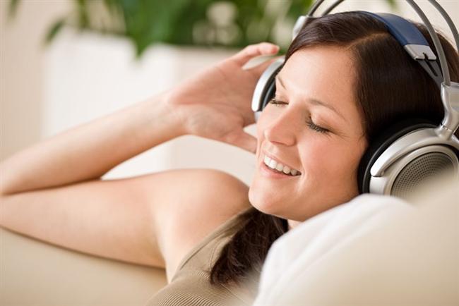 Müzik dinleyin  Bilim insanları müzik dinlediğimizde beynimizin dopamin salgılayarak iyi hissetme duygusu yarattığını keşfetti. Sabah tam gaz ileri deyip Daft Punk'tan  mi dinlersiniz, Bob Marley'den One Love ya da Yoyoma'dan Bach'ın 1. Suiti mi? Ama dinleyin…