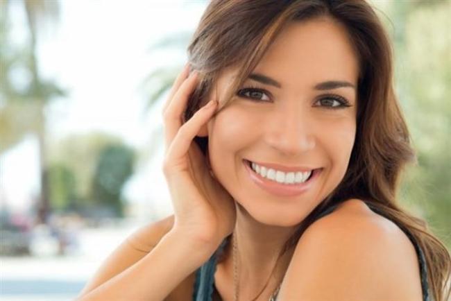 Gülümseyin  Endorfin, serotonin, dopamin. Ne arasan burada, gel vatandaş! İşte gülmek yalandan da olsa bunları salgılatıyor insana. Sonrası ise iyi hissetme.