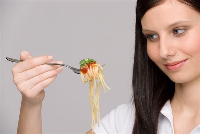6. GÜN  Sabah: Yalnız meyve.  Öğle: Domates soslu makarna.  Akşam: Pilav ve sebze kebabı.