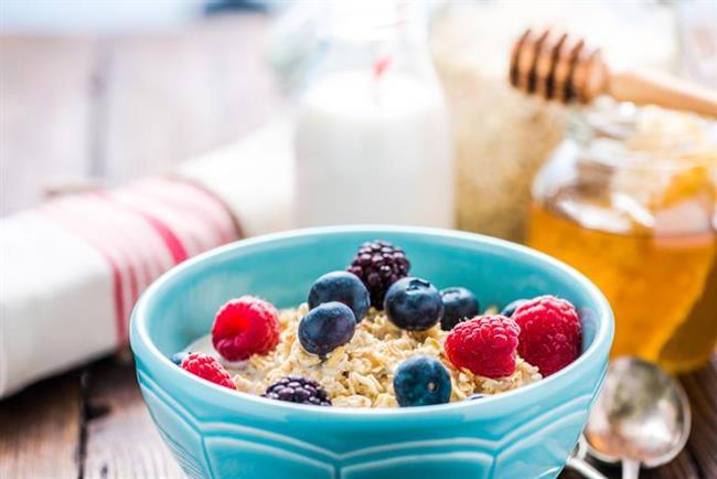 7. GÜN  Sabah: Ballı yulaf ezmesi ve süt.  Öğle: Sebze çorbası, salata, bir dilim kepekli ekmek ve mısır.  Akşam: Yağsız ve sossuz makarna. Üzerine çok az kızdırılmış yağ ekleyebilirsiniz.