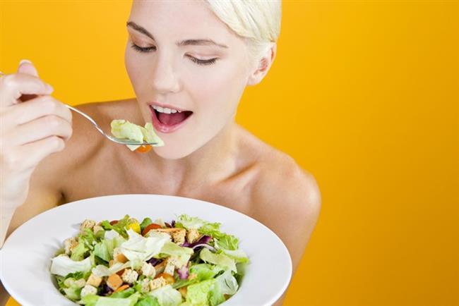 *Sabah-öğle ve akşam yemeklerinizde salata yemeseniz bile bol yeşillik ve söğüş sebze tüketin