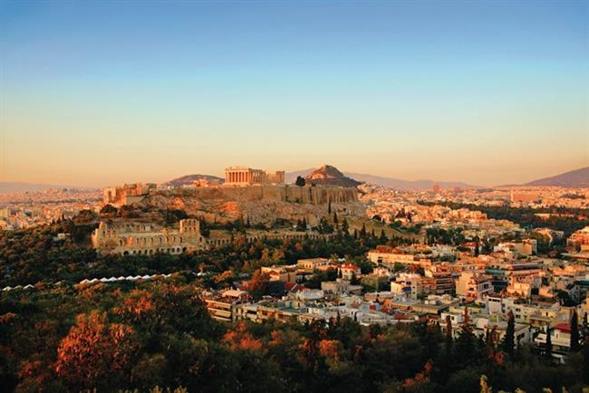 Atina   Antik kalıntıları, Akropolis'i, havası, denizi, kültürü ve bize benzeyen özellikleriyle hiç yabancılık çekmeyeceğiniz bir şehir Atina. Hellenistik kültürün yer aldığı bu kozmopolit şehir, güzel bir tatilden beklediğiniz her şeyi sizlere cömertçe sunmaya hazır. Komşunun başkentine İstanbul'dan uçağa binerek 1 saat 30 dakikada ulaşabilirsiniz.
