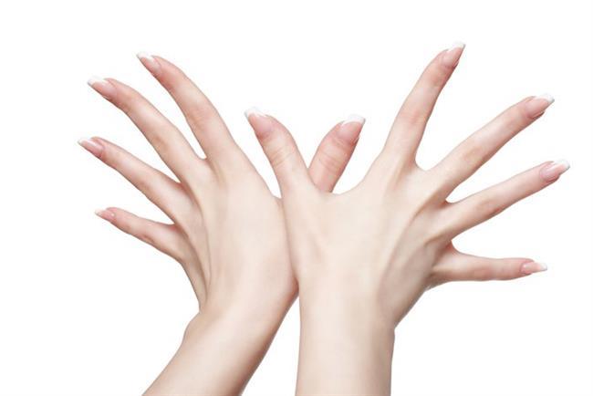 Tırnaklardaki lekelerin vitamin eksikliği veya demir ve potasyum azlığından kaynaklandığı zannediliyor.