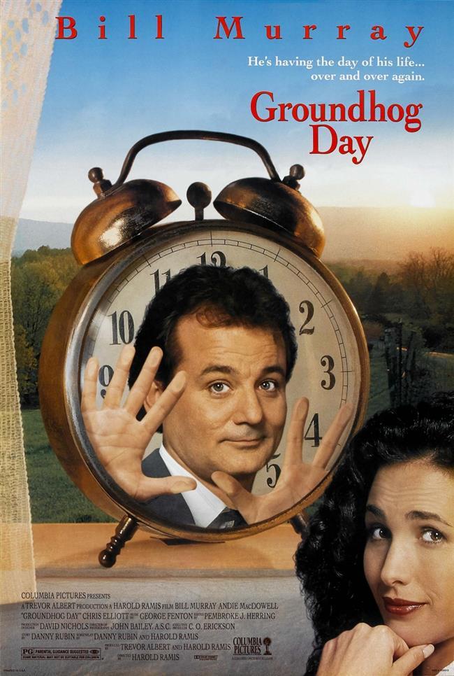 Groundhog Day – Bugün Aslında Dündü – 1993   Bir hava durumu spikeri olan Phil Connors, yapımcısı ve sevimli kameramanı ile birlikte Pennsylvania'daki Punxsutawney kasabasına geleneksel Groundhog Day şenliklerini görüntülemek için gönderilir. O gün, belki de Phil'in hayatının en kötü günüdür, ama bundan beteri de vardır: Phil'in karabasanı, her gün tekrarlanır. Artık her gün, onun için Groundhog Day yeniden yaşanmaktadır. Phil, o gün olacak her şeyi bildiği için bunun avantajlarını kullanmayı zamanla öğrenir. Ama, hayatının kadının kalbini kazanması için daha yapması gereken çok şey vardır.