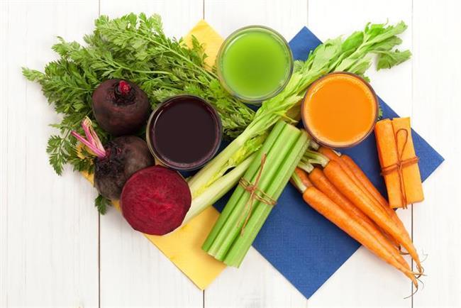 - Detoks programlarında; sıvı diyetler, katı diyetler veya her ikisini birden içeren diyetler mevcuttur. Bu diyetler genellikle; yeşil yapraklı sebzeleri ve şeker oranı düşük meyve ve sebzeleri içermektedir. Bunun sebebi bu sebzelerin ve meyvelerin kan şekerinde yaratabilecekleri ani yükseliş ve düşüşleri engellemektir.