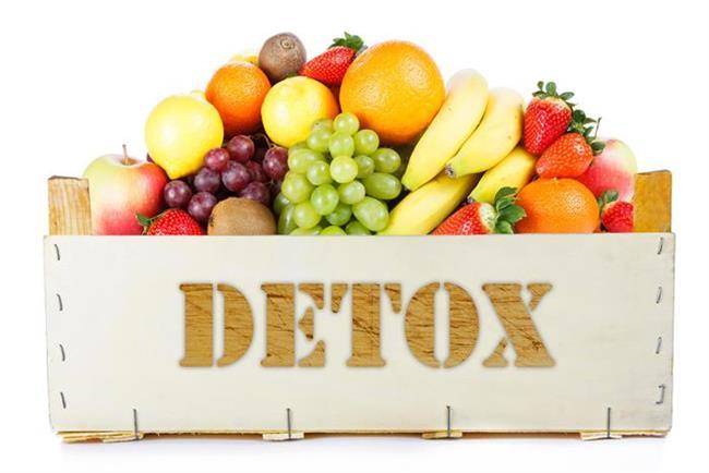 - Yağ kaybı, sağlıklı ve düzenli beslenmeyle beraber gerçekleştirebileceğiniz bir başarı. Detoks ise; daha çok vücudunuzdaki şişliklerden kurtulabileceğiniz, su ve toksin atımına dayalı bir program.