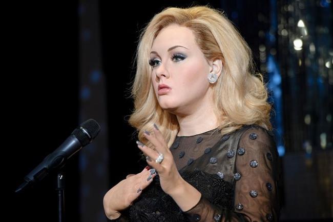 Dünya genç şarkıcı Adele'î yaşadığı kalp kırıklığının ardından yarattığı harika şarkılar ile tanıdı. Bu fotoğraf da beş Grammy ödülü aldığı geceden. Adele'in kabarık bal rengi saç kesimi ve iri dalgaları bir çok kadına ilham kaynağı oldu.