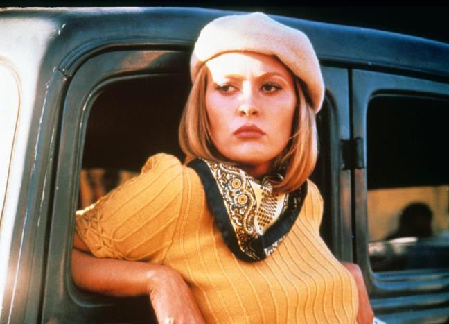 Faye Dunaway bu süper simetrik ve dümdüz saç kesimiyle saç tarihinde en beğenilenler arasındaki yerini alıyor.