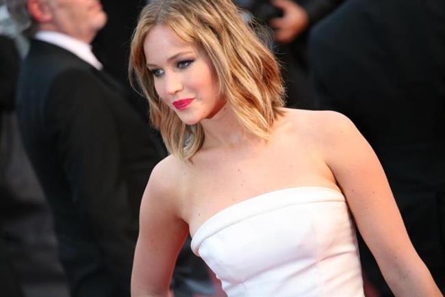 Hunger Games ile kalbimizi fetheden genç oyuncu Jennifer Lawrence'ın belli belirsiz kakülleri ve sarı dalgaları şu anda en çok istenen saç modellerinden biri.
