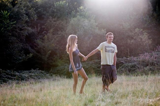 2. Uzun Yürüyüşlere Çıkın  Haftanın yorgunluğunu atmak için birebirdir. Evlenmeden önce birlikte kısa bir yürüyüş yapmak için nasıl da fırsat kolladığınızı, ne çabuk unuttunuz...