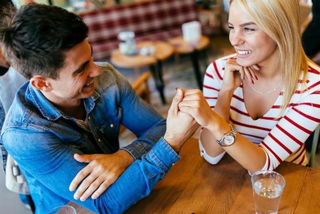 3. Başbaşa Romantik Bir Yemek Yiyin  Yemek bahane, baş başa geçirilen zaman ise şahane...