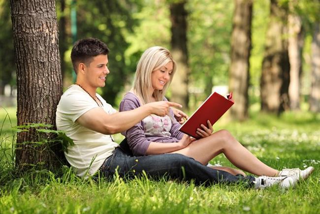 """5. Kitap Okuma Saati Yaratın  Aynı şeyler hakkında konuşmaktan sıkılmadınız mı artık? Cevabınız """"evet"""" ise önerimizi dikkate alın."""