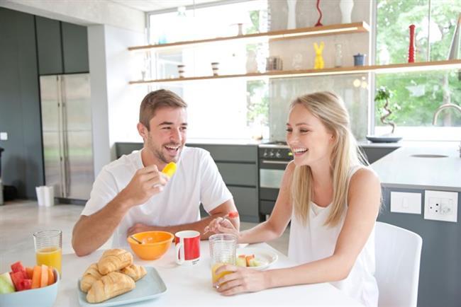 6. Mutfakta Geçirilen Zamanı Değerli Kılın  Evin mutfağı, sadece siz öyle gördüğünüz sürece yemek pişirilen ve yenilen bir yer olarak kalır.
